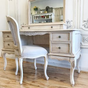 Austina-mirrored-back-dressing-table