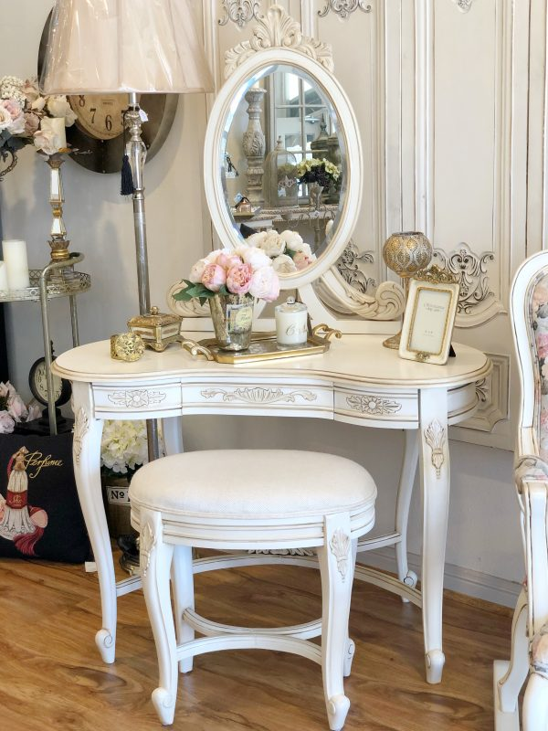 Filicia-mirrored-back-dressing-table-and-stool2