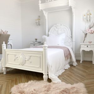 Parnella-french-canopy-bed1
