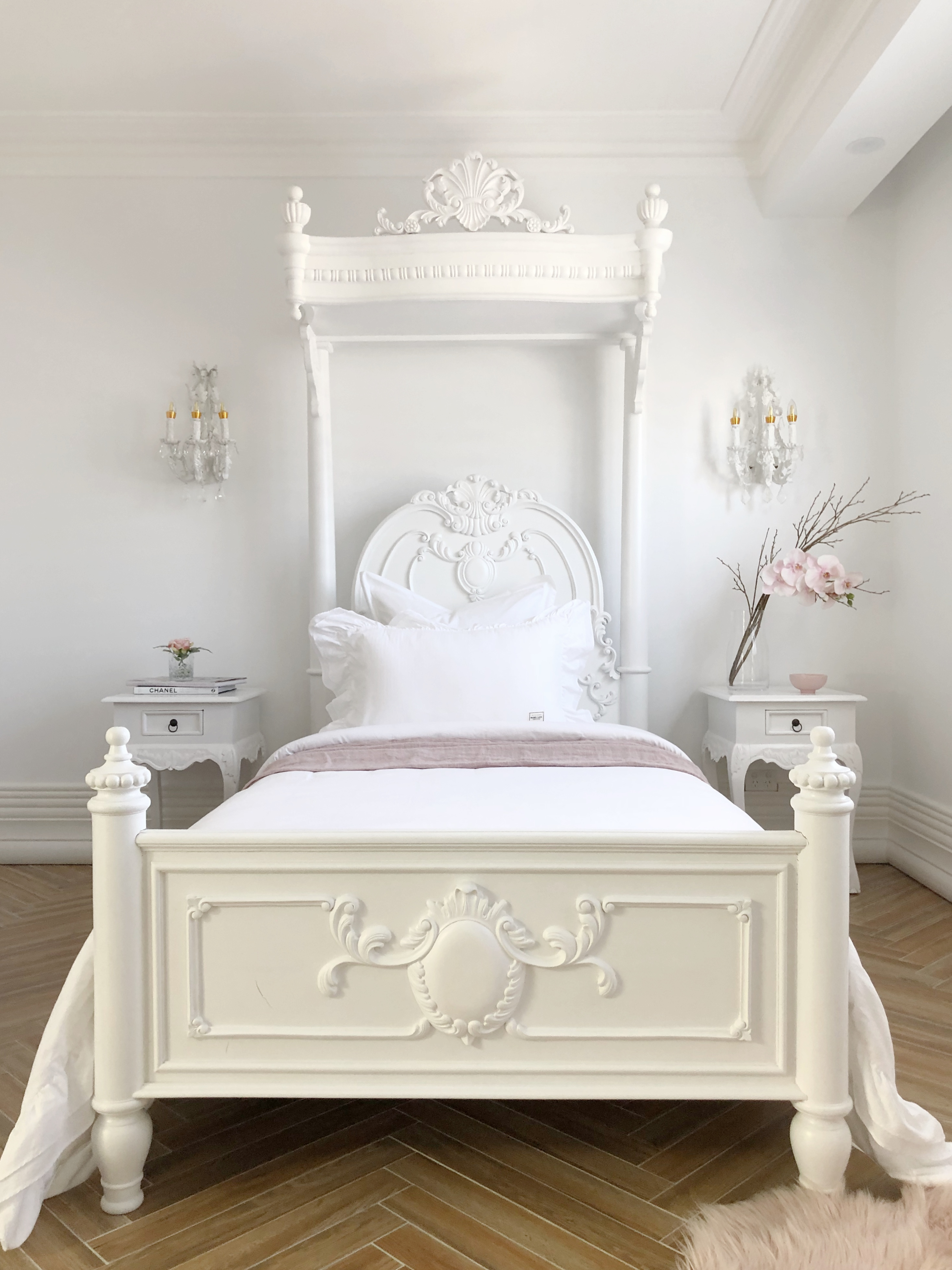 Parnella-french-canopy-bed3