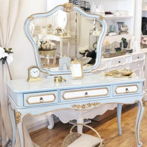 Adrianna-mirrored-back-dressing-table1