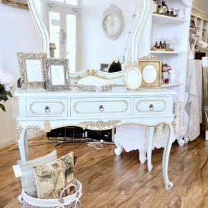 Amara-mirrored-back-dressing-table