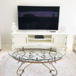 Felicity Entertainment Unit
